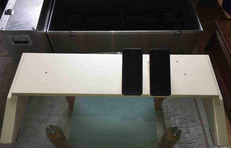 Spieltischunterteil mit Schwellern fertig lackiert